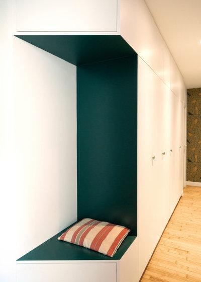 Moderne Couloir by Mon Concept Habitation | Paris, Lille, London