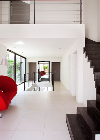 Contemporain Couloir by frederique legon pyra  architecte