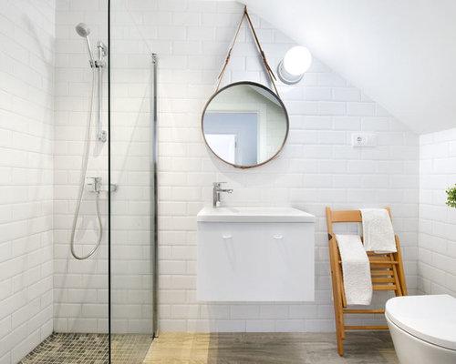 bc22a71812 immagine di una piccola stanza da bagno con doccia al mare con ante lisce  ante with pavimenti per casa al mare.