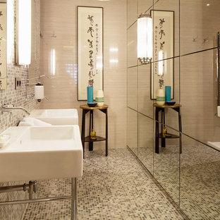 Modelo de cuarto de baño de estilo zen, de tamaño medio, con baldosas y/o azulejos multicolor, baldosas y/o azulejos en mosaico, paredes multicolor, suelo con mosaicos de baldosas, lavabo tipo consola, suelo multicolor y ducha abierta