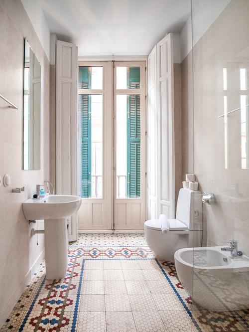 foto de cuarto de bao con ducha mediterrneo pequeo con lavabo con pedestal - Cuartos De Bao Pequeos Con Ducha