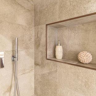 Imagen de cuarto de baño principal, de estilo zen, de tamaño medio, con ducha empotrada, sanitario de pared, baldosas y/o azulejos beige, baldosas y/o azulejos de mármol, paredes beige, suelo de mármol, lavabo sobreencimera, encimera de mármol, suelo beige, ducha con puerta con bisagras y encimeras beige