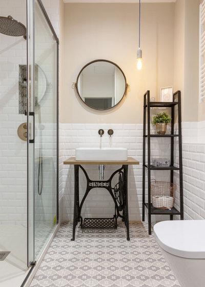 Scandinavian Bathroom by Punto Suspensivo Interiorismo