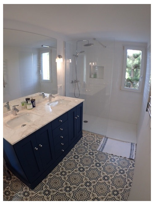 Gentil Example Of A Mid Sized Transitional 3/4 Ceramic Floor Walk In Shower