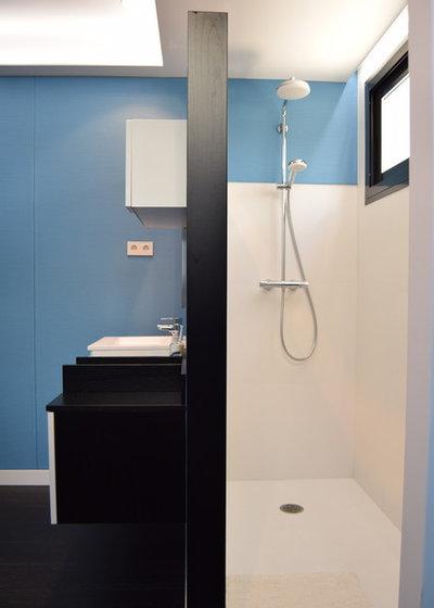 Moderno Cuarto de baño by SUELOS Y PAREDES SIN OBRAS