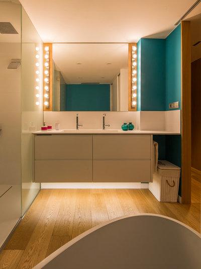 浴室 by The Room Studio