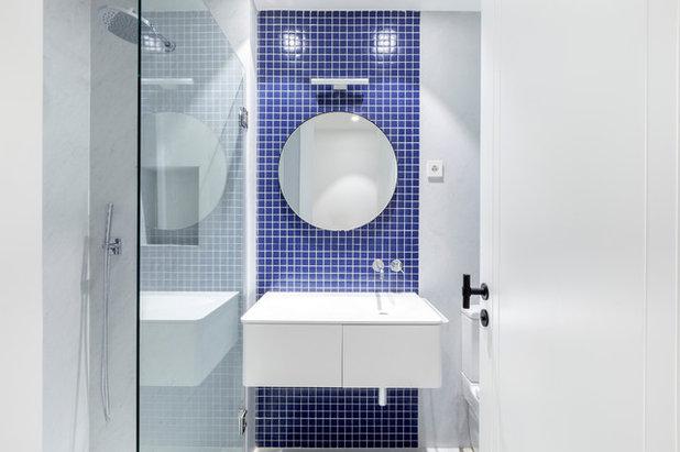 Contemporary Bathroom by Lupe Clemente Fotografía