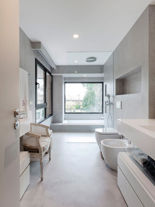 imagen de cuarto de bao principal minimalista grande con armarios con paneles lisos - Baos Grandes Modernos