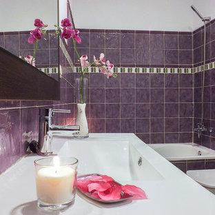 Immagine di una stanza da bagno padronale chic di medie dimensioni con vasca da incasso, vasca/doccia, bidè, piastrelle in ceramica e lavabo rettangolare
