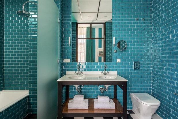 Simple Beach Style Bathroom by Niessen