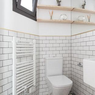 Ispirazione per una piccola stanza da bagno padronale minimal con nessun'anta, doccia a filo pavimento, WC monopezzo, pareti bianche, pavimento alla veneziana e lavabo sospeso