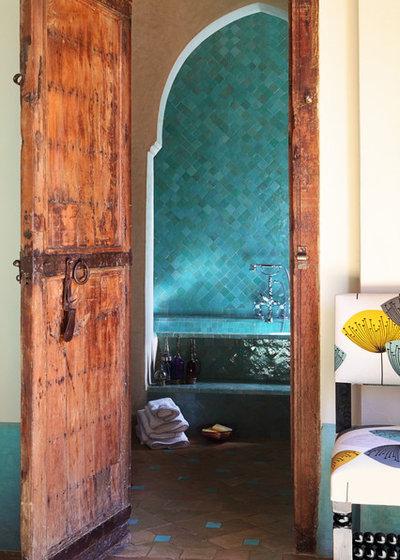Средиземноморский Ванная комната by Melian Randolph