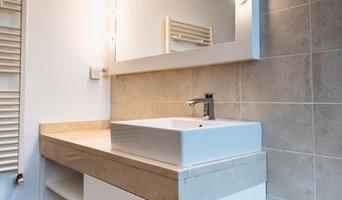 Mueble de baño y espejo de camerino lacado en blanco