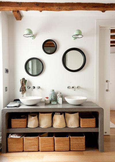 Great Modern Bathroom by Felipe Scheffel Bell