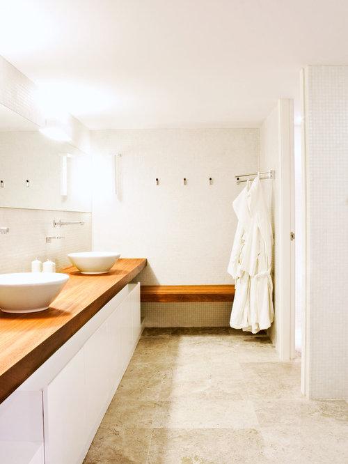 salle d 39 eau avec un plan de toilette en bois et un sol en travertin photos et id es d co de. Black Bedroom Furniture Sets. Home Design Ideas
