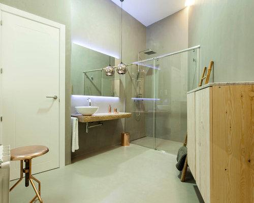 diseo de cuarto de bao con ducha moderno de tamao medio con armarios