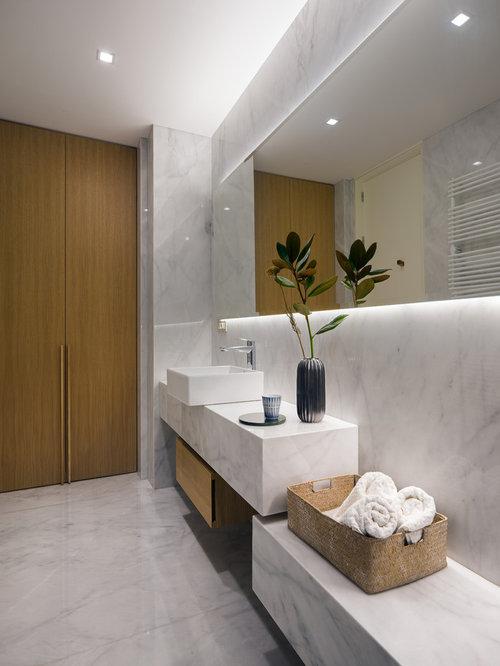 Ideas para cuartos de ba o fotos de cuartos de ba o con for Suelo marmol gris