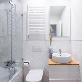 Salle De Bain Avec Un Plan De Toilette En Bois Madrid