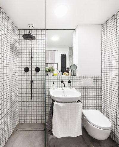 Contemporary Bathroom by VIKNA - Arquitectura de Interiores