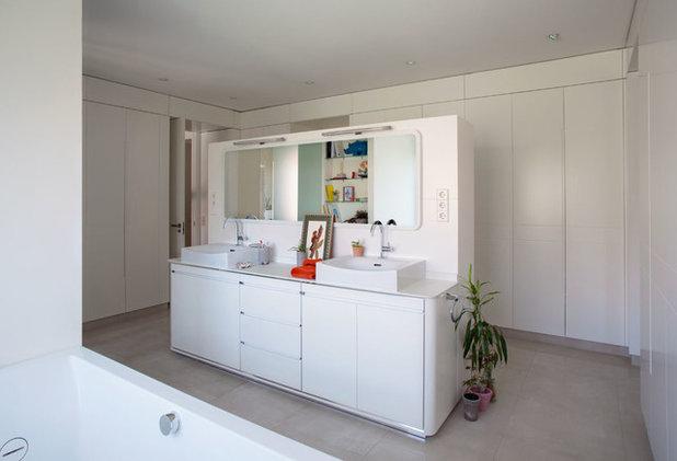 Современная классика Ванная комната by espacio papel arquitectos