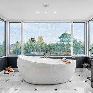 Ejemplo de cuarto de baño tradicional renovado extra grande
