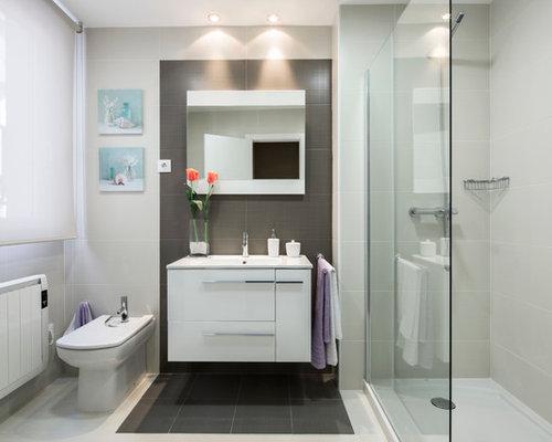 Small ensuite bathroom design ideas renovations photos for Compact ensuite design