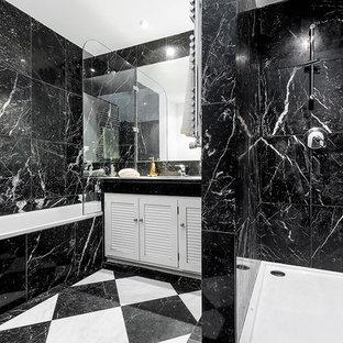 Ejemplo de cuarto de baño principal, clásico, de tamaño medio, con armarios con paneles con relieve, puertas de armario blancas, bañera empotrada, combinación de ducha y bañera, baldosas y/o azulejos blancas y negros, paredes negras y lavabo encastrado
