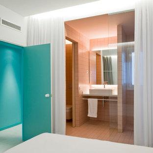 Immagine di una stanza da bagno nordica