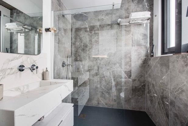 Industrial Bathroom by oovivoo