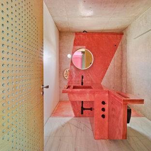 Imagen de cuarto de baño con ducha, contemporáneo, de tamaño medio, con ducha abierta, paredes grises y lavabo integrado