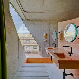 Imagen de cuarto de baño contemporáneo con paredes grises, lavabo integrado y suelo gris