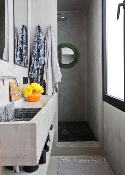 コンテンポラリー 浴室 by Bluetomatophotos