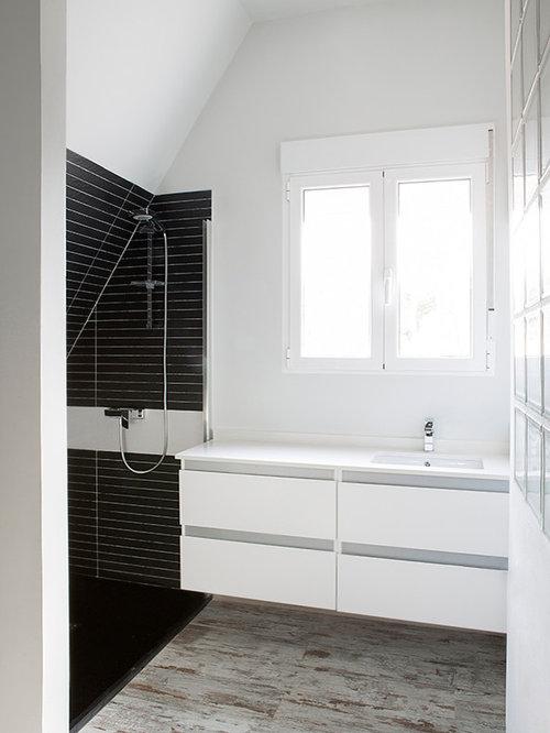 White bathroom design ideas remodels photos with for White bathroom laminate flooring