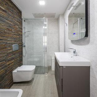 Ispirazione per una piccola stanza da bagno con doccia minimal con doccia alcova, WC sospeso, piastrelle marroni, piastrelle in pietra, pareti marroni, lavabo rettangolare, ante lisce e ante grigie