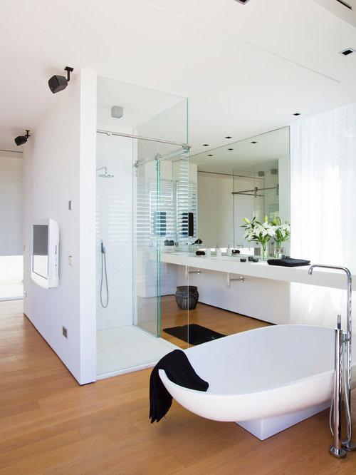 badezimmer mit quarzwerkstein waschtisch und integriertem. Black Bedroom Furniture Sets. Home Design Ideas