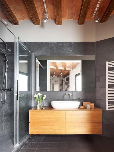 コンテンポラリー 浴室 by The Room Studio