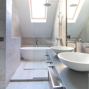 Diseño de cuarto de baño principal, actual, de tamaño medio, sin sin inodoro, con bañera exenta, lavabo sobreencimera, baldosas y/o azulejos beige, paredes beige, encimera de acero inoxidable, suelo beige y ducha abierta