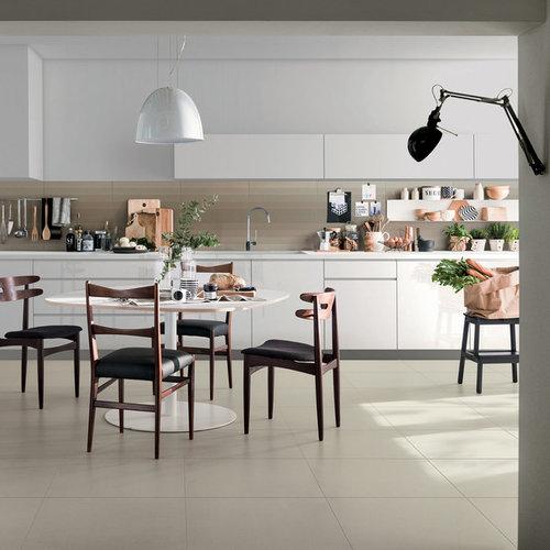 Cucina a corridoio con pavimento in gres porcellanato - Foto e ...