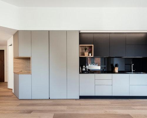 k chen mit schwarzer k chenr ckwand und laminat arbeitsplatte ideen bilder. Black Bedroom Furniture Sets. Home Design Ideas