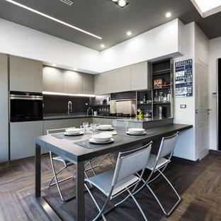 Cucina a L con parquet scuro : Foto e Idee per Ristrutturare e Arredare