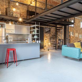 Idee per una cucina industriale con pavimento in cemento