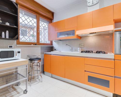 Cucina con ante arancioni foto e idee per ristrutturare for Sedie cucina arancioni