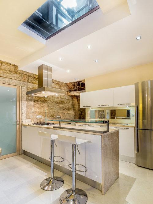 Cucina ad ambiente unico con pavimento in marmo foto e - Cucina ambiente unico ...