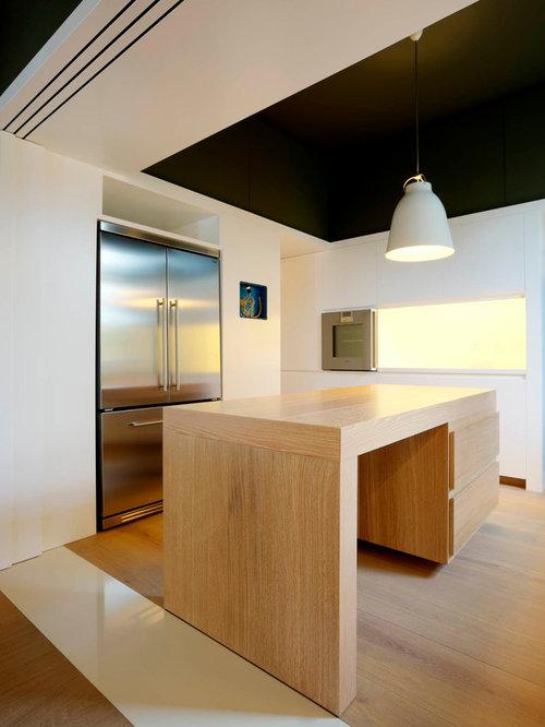Cucina moderna con pavimento in legno massello chiaro - Pavimento in legno in cucina ...