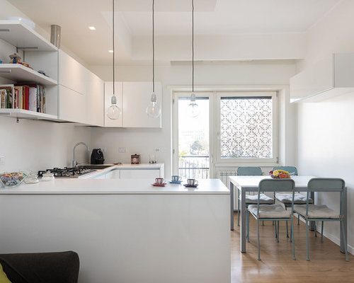 Cucina moderna con pavimento in laminato - Foto e Idee per Arredare