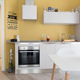 Immagine di una piccola cucina design con lavello da incasso, ante lisce, top in laminato, elettrodomestici in acciaio inossidabile, pavimento in gres porcellanato, pavimento beige, ante bianche e nessuna isola