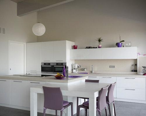 Cucina a corridoio con pavimento con piastrelle in ceramica - Foto ...