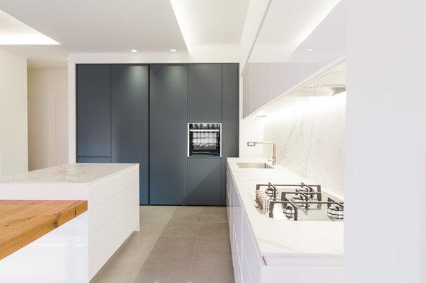 Moderno Cucina by Abitacolo Interni