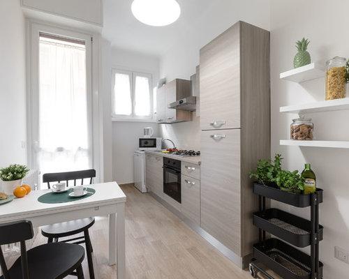 Cucina con top in laminato e parquet chiaro - Foto e Idee per Arredare
