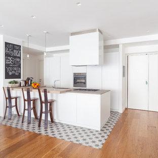 Grande cucina con pavimento con piastrelle in ceramica - Foto e Idee ...